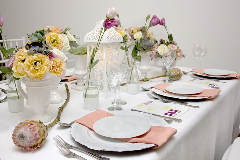 WHITE & PASTEL WEDDING TABLE DESIGN